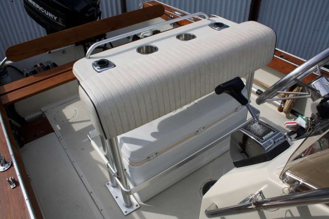 Boston Whaler Center Console 18' Outrage