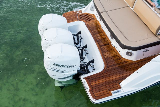 Sea Ray SLX series SLX 400 Outboard U.S.A.