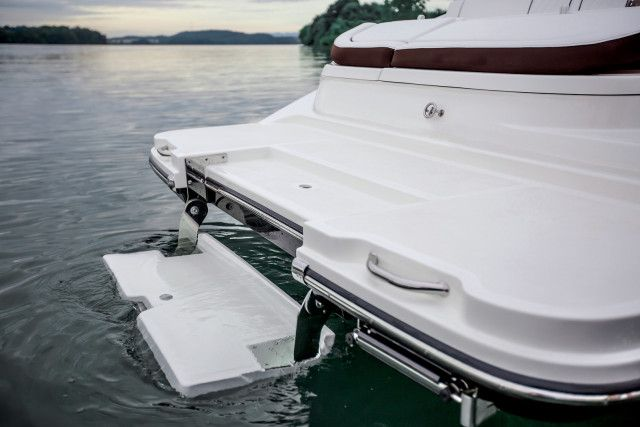 Sea Ray SDX series SDX 270