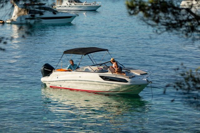 Bayliner Overnighter VR6 Cuddy Outboard