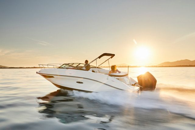 Sea Ray SunSport 230 Outboard