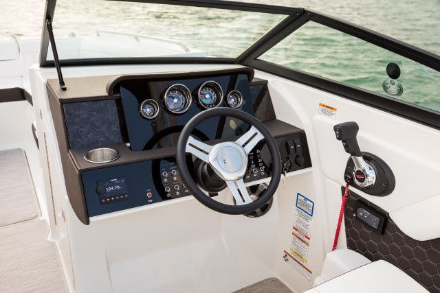 Sea Ray SDX series SDX 270 Outboard U.S.A.