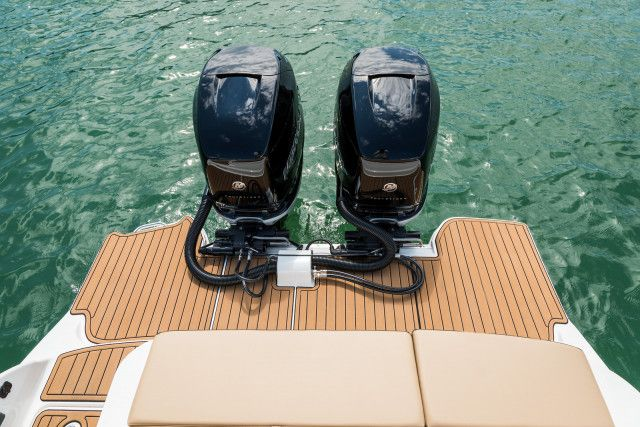 Sea Ray SDX series SDX 290 Outboard U.S.A.
