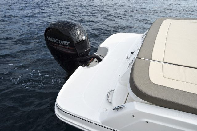 Bayliner Overnighter VR5 Cuddy outboard