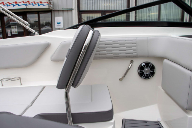 Sea Ray Bowrider SPX 210 White Beauty Outboard (MY2021)