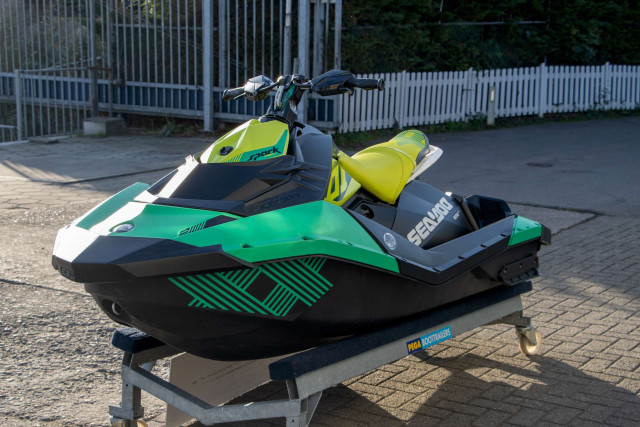 Sea-Doo Waterscooter Spark 2up Trixx iBR