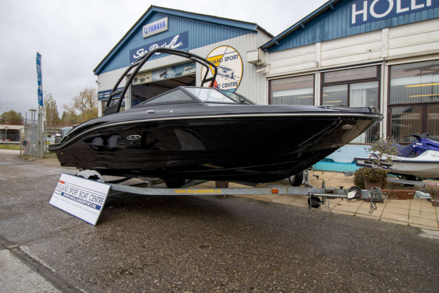 Sea Ray SPX 210 Black Beauty (MY2021)