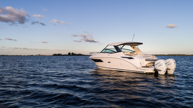 Sea Ray Sport Cruiser Sundancer 320 Outboard