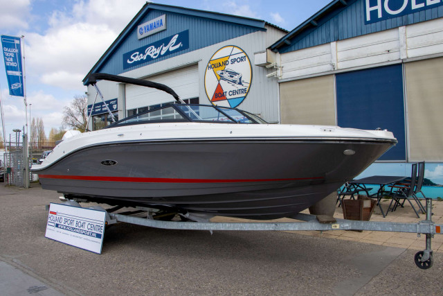Sea Ray SPX 230 Outboard (MY2021)