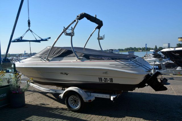Sea Ray Cuddy 200 Overnighter